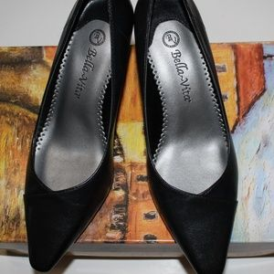 BELLA-VITA WOW BLACK KITTEN HEEL PUMP 6.5WW